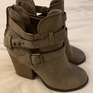 ad391fbbe423 MUDD Stacked heel ankle boots-Taupe 6.5